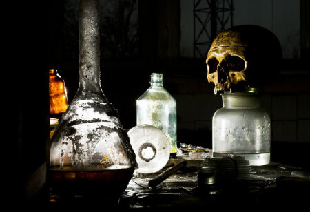 ۱۰ مورد از خطرناک ترین مواد شیمیایی در جهان